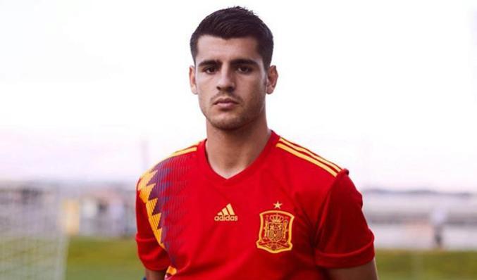 España anuncia la camiseta para el Mundial 2018  con la bandera republicana  Foto  sefutbol    Vídeo Sergio Muslera Rguez 0d4c2438471b5