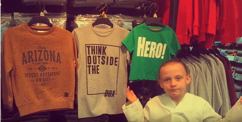 2513643a4 Daisy descubre los mensajes diferentes en la ropa para niños. Lolly &  Doodle | YOUTUBE