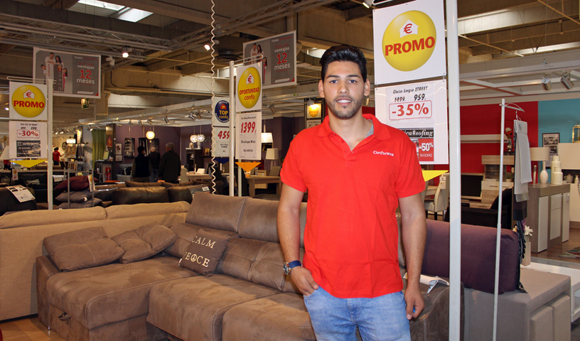 Luis fernández de la venta ambulante a vender muebles en una tienda