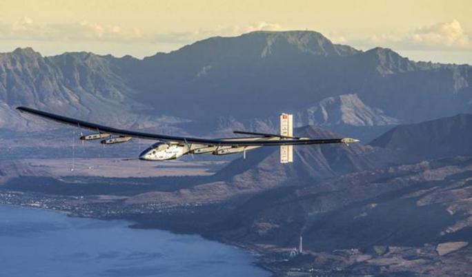 El avión solar 'Impulse' llega a San Francisco tras atravesar el Pacífico
