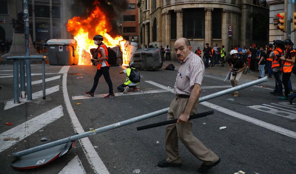 Resultado de imagen de foto disturbios barcelona