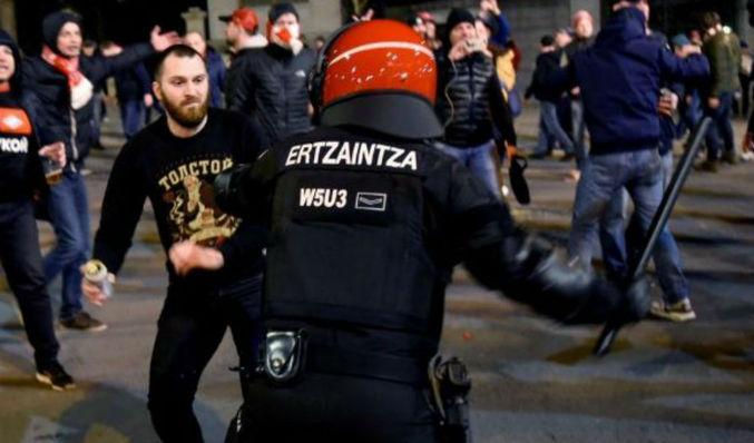 Un ertzaina muere durante los enfrentamientos entre ultras del Athletic y  del Spartak de Moscú 554af50538abf