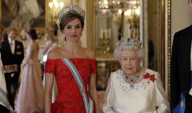 1e9b99fc9156 Guiño de Letizia a los lazos con los Windsor con la tiara de la reina Ena.  AFP