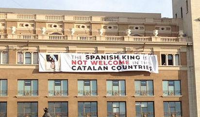 Atentados Barcelona Pancartas Independentistas Para Recibir Al Rey En Los Homenajes A Las Víctimas De Los Atentados De Barcelona Cataluña