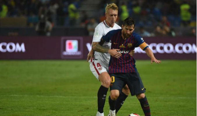 b4b6a2a689058 Messi disputa un balón en la Supercopa de España. EL MUNDO (Vídeo)     AFP-PHOTO (Foto)