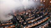Gas lacrimógeno en el parlamento de Kósovo para impedir una...