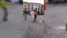 Vecinos de Amer (Gerona) 'desinfectan' las calles tras un acto de Arrimadas