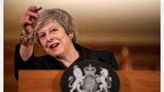 May alerta sobre las posibles 'consecuencias' de no respaldar su acuerdo