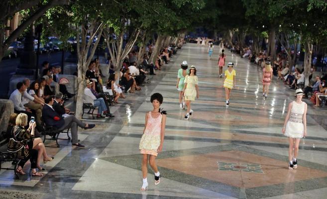 Glamour y revolución: Chanel lleva el lujo a la Cuba del deshielo