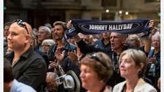 Así es la misa mensual en recuerdo a Johnny Hallyday en una iglesia de París