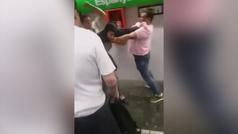 Un usuario de metro se lía a puñetazos con un carterista