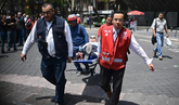 Un fuerte terremoto sacude la capital de México.