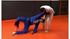 Un sorprendente Teodoro García Egea y sus llaves judokas