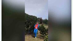 Un oso sorprende a un niño en Italia
