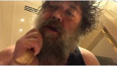 El vídeo de Russell Crowe peinándose su gran barba que revoluciona a sus seguidores