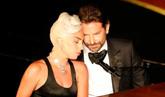 Lady Gaga y Bradley Cooper, el mejor momento de los Oscar 2019.