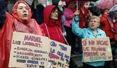 Jubiladas vascas reclaman pensiones dignas en una protesta en Bilbao.