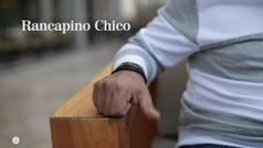 El cantaor Rancapino Chico cantando unas letras por alegrías.