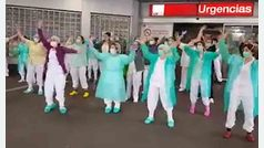 Las enfermeras de La Paz se unen para cantar 'Resistiré'