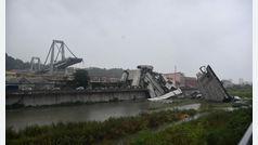 Un puente se derrumba en Génova dejando atrapados a varios vehículos entre los escombros