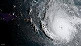 El huracán Irma llega al Caribe con vientos de 295 km/h