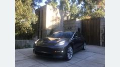 Al volante del Tesla Model 3, oda a un futuro mejor