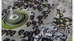 Los taxistas de Barcelona vuelven a la huelga indefinida contra los VTC