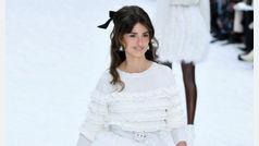 Penélope Cruz, la sorpresa del emotivo último desfile de Karl Lagerfeld para Chanel