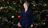 La 'premier' británica, Theresa May, en el 10 Downing Street antes de...