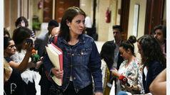 """El PSOE sujeta a la ministra Dolores Delgado: """"Este ruido es lo que siempre hace la derecha"""""""