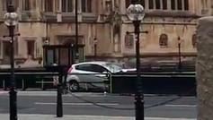 Varios peatones heridos por un automóvil frente al Parlamento británico