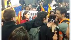 Independentistas increpan a una reportera de TVE