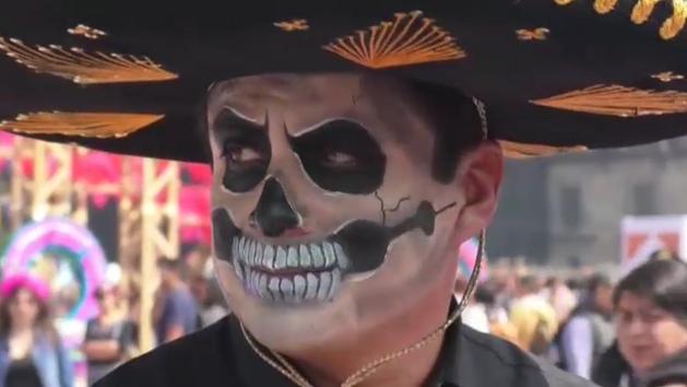 México se viste de gala para celebrar su tradicional Día de Muertos