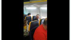 """Un hombre se niega a volar con una mujer """"negra"""" sentada al lado"""