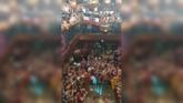 Enfrentamiento entre el público de un concierto y un grupo de...