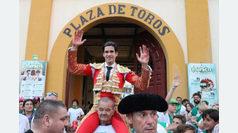 López Simón, puerta grande en el inicio de Huesca