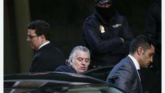 El juez atribuye al ex chófer de Bárcenas los delitos de robo, malversación de caudales públicos y prevaricación