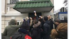 Padres protestan ante la embajada en Kiev tras negarles la inscripción de sus hijos nacidos por gestación subrogada
