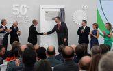 El rey Felipe VI visita las instalaciones de la multinacional BP Oil...