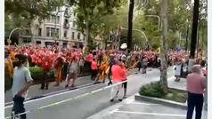 El himno de España rompe el silencio en la Diada
