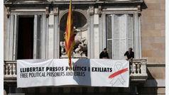 Torra acata el ultimátum, retira los lazos de la Generalitat y anuncia una querella