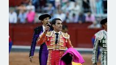 López Chaves celebra su aniversario por la puerta grande y Padilla dedica su triunfo a Ureña en Salamanca