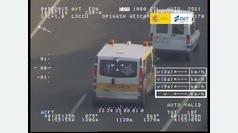 Una ambulancia que no respeta la distancia de seguridad
