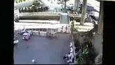 Lanzan una granada desde un puente en Bangkok.