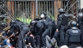 Doce detenidos tras encadenarse a las puertas del TSJ de Catalunya