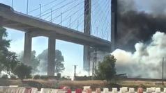 Alarma entre  los conductores que circulaban por el Puente del Centenario por un incendio