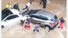 Así fue el rescate de dos mujeres atrapadas bajo un coche en Tarragona