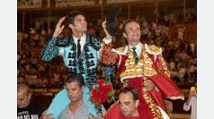 Ferrera y Cayetano abren la puerta grande
