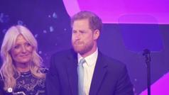 El príncipe Harry se emociona al hablar de Meghan y su hijo durante un discurso