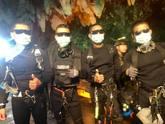 Héroes con aletas y neopreno en el rescate de la cueva